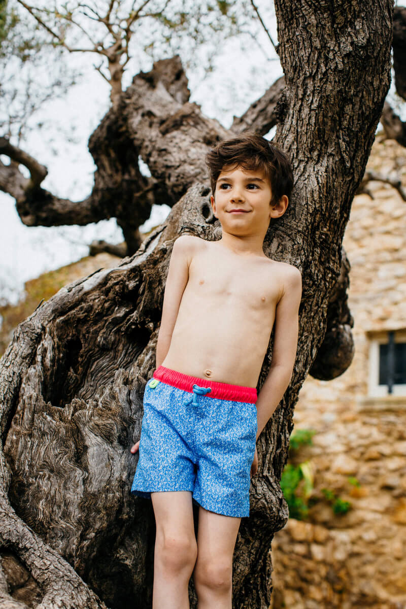 Boy wearing a swimsuit with elasticated belt Meno riviera