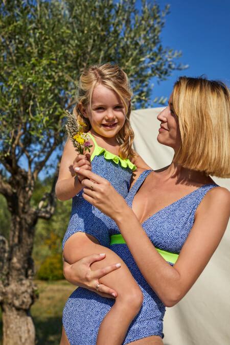 Petite fille portant un maillot de bain une-pièce Java Sunny Atolls