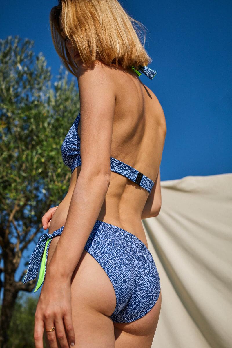 Femme portant un maillot de bain deux-pièces Sunny Atolls