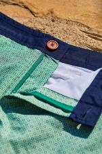Homme portant un maillot de bain à ceinture boutonnée Khaki Azulejos