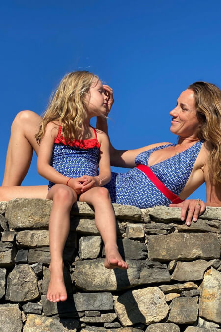 mère et fille assorties en maillot de bain navy kangaroos